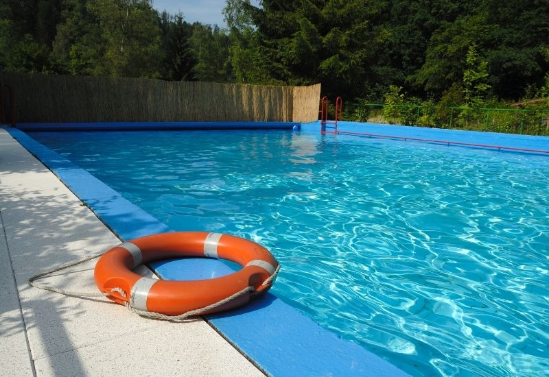 Sécuriser sa piscine à Niort les aménagements